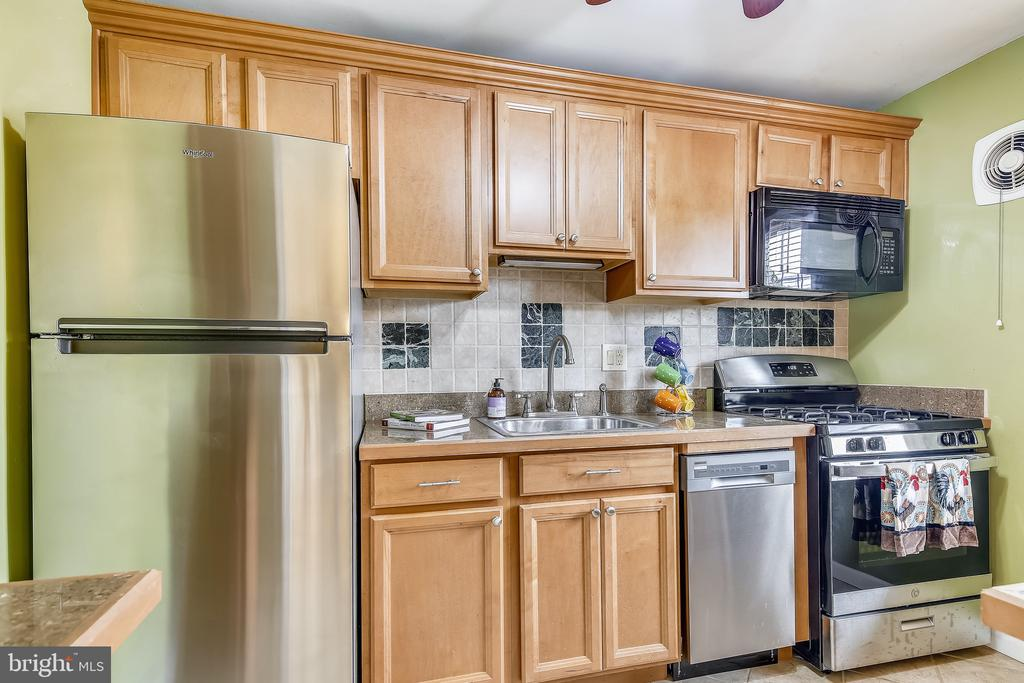Brand New Stainless Appliances - 6716 W WAKEFIELD DR #C2, ALEXANDRIA