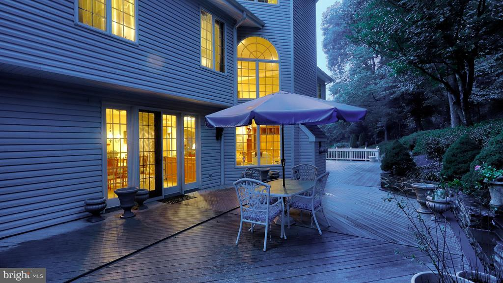 Deck (1,600 SF)-Private deck and ramp to pool. - 1414 WYNHURST LN, VIENNA