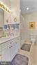 2nd bedroom bath - 1414 WYNHURST LN, VIENNA