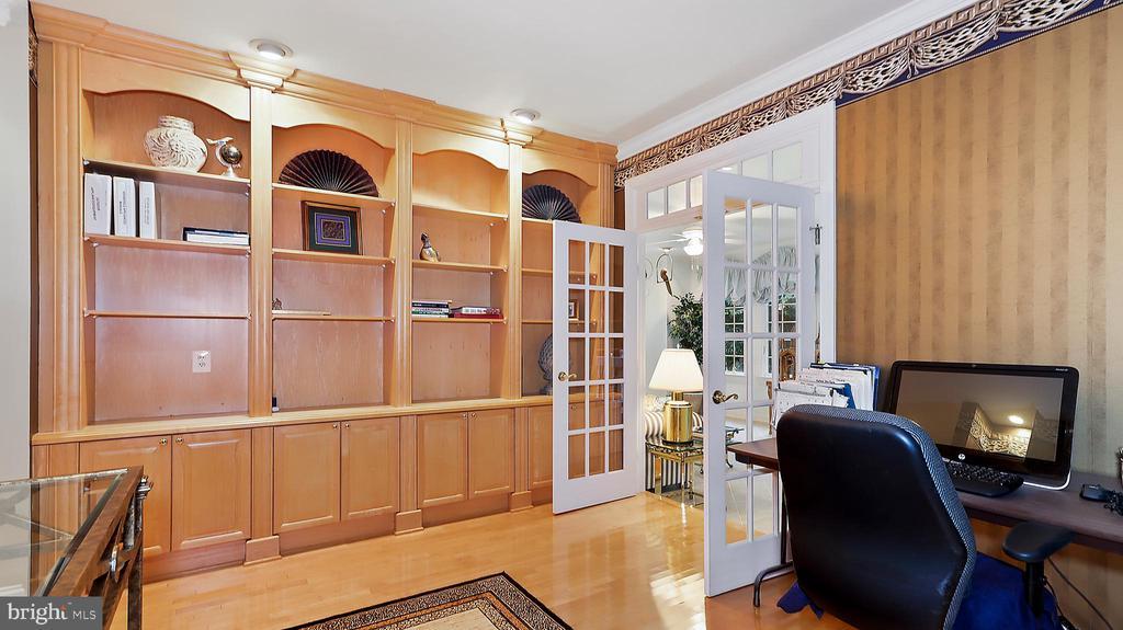 Study-Built-ins match FR/wet bar. Doors to Sun Rm. - 1414 WYNHURST LN, VIENNA