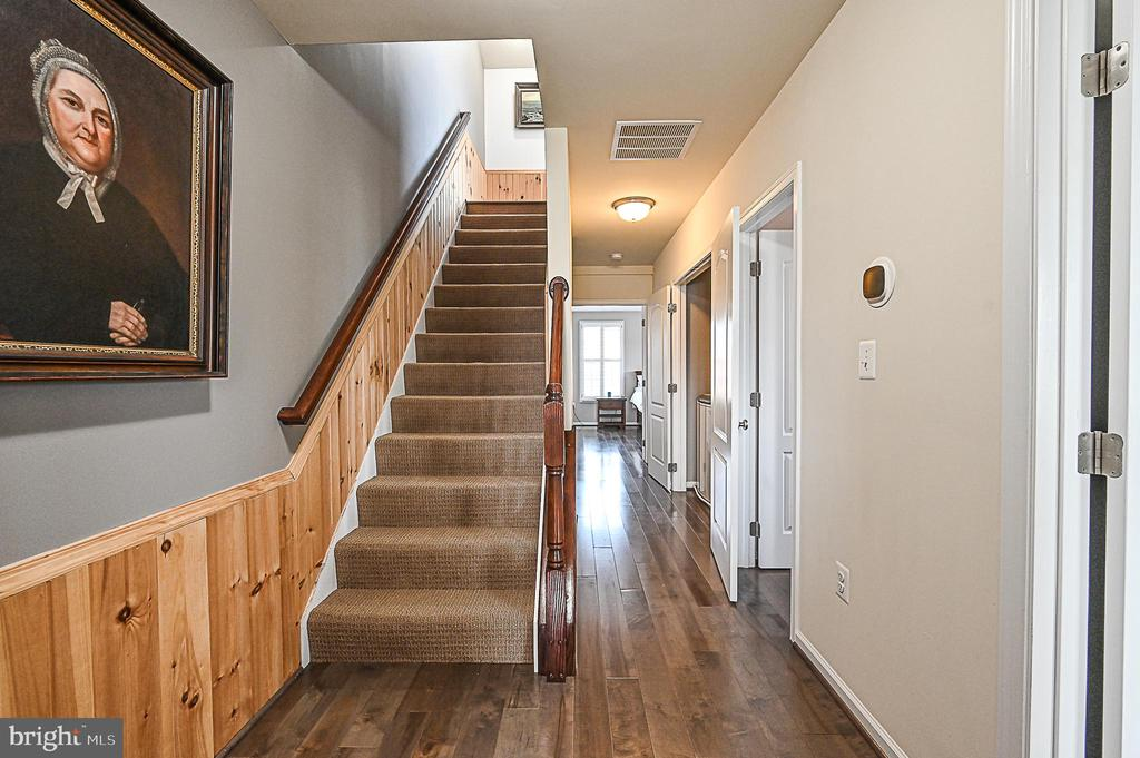 Third Level with 3 Bedrooms and 2 full Baths - 43213 DEPASCALE SQ, ASHBURN