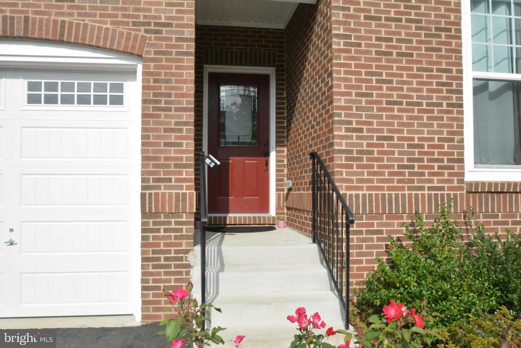 Main Door Entry - 42340 ABNEY WOOD DR, CHANTILLY