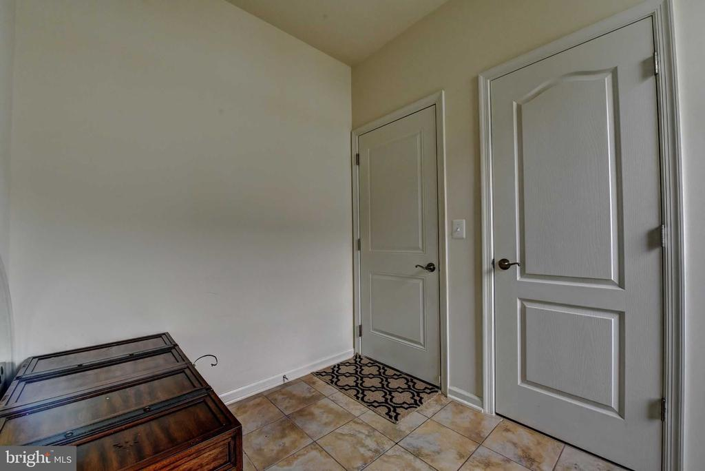 Mud Room - 42340 ABNEY WOOD DR, CHANTILLY