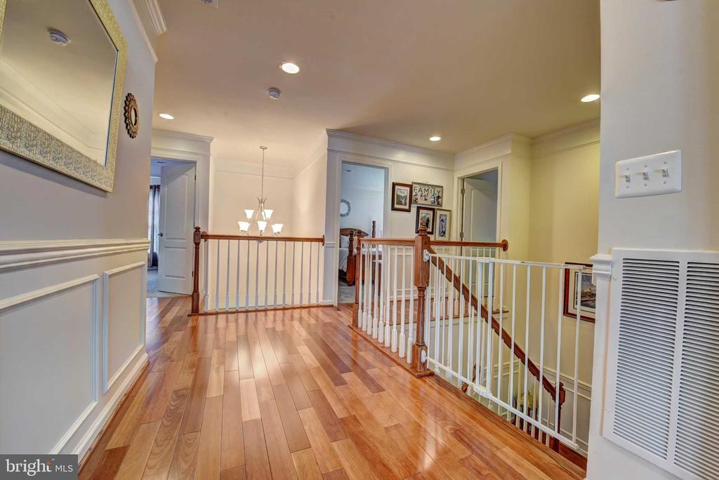 Upstairs Landing - 42340 ABNEY WOOD DR, CHANTILLY