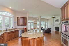 Fully upgraded expansive Kitchen - 43829 RIVERPOINT DR, LEESBURG