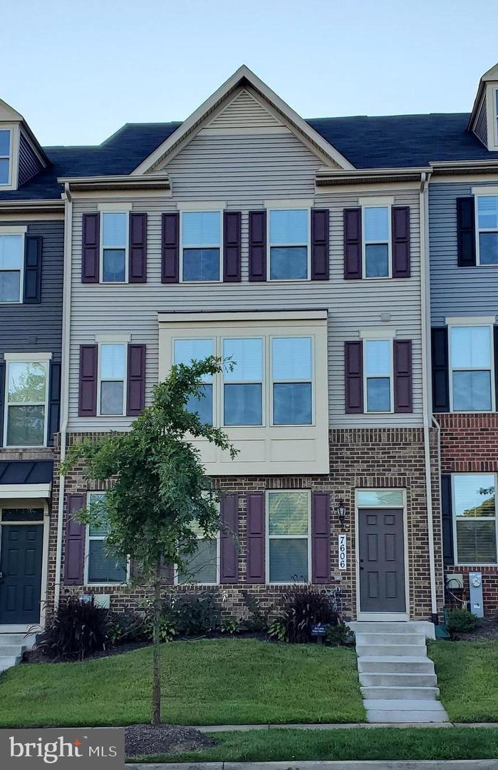 Single Family Homes pour l Vente à Lanham, Maryland 20706 États-Unis