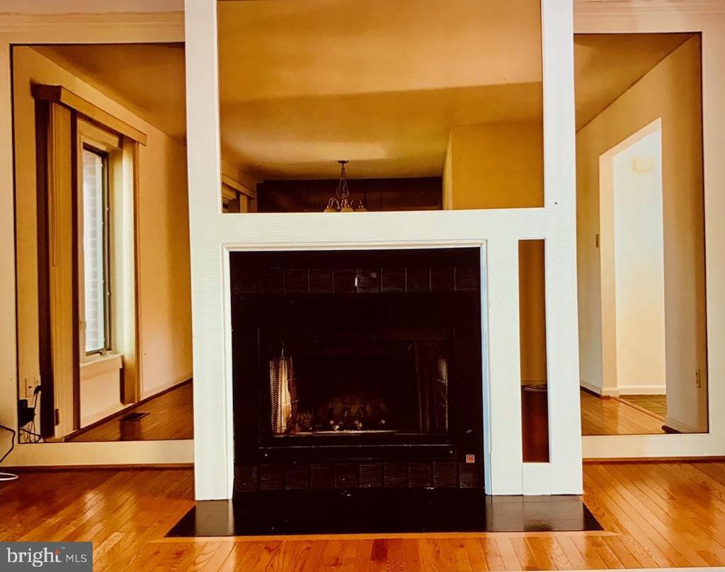 LIVING ROOM FIREPLACE - 1835 N UHLE ST #1, ARLINGTON