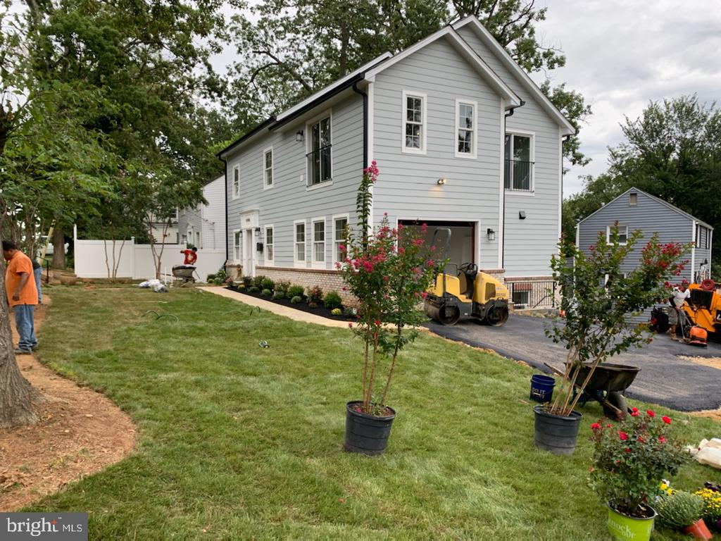 Landscaping by professionals - 5148 11TH ST S, ARLINGTON