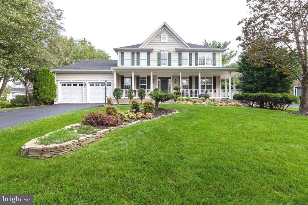 Perfectly located at the end of a culdesac - 42870 AUTUMN HARVEST CT, BROADLANDS