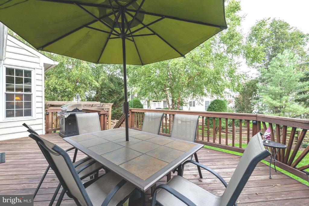 Spacious deck overlooking paver patio - 42870 AUTUMN HARVEST CT, BROADLANDS