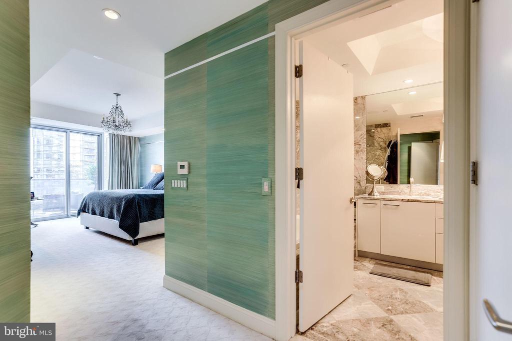 Master Bedroom/Bath From Front Hall - 1881 N NASH ST #1411, ARLINGTON