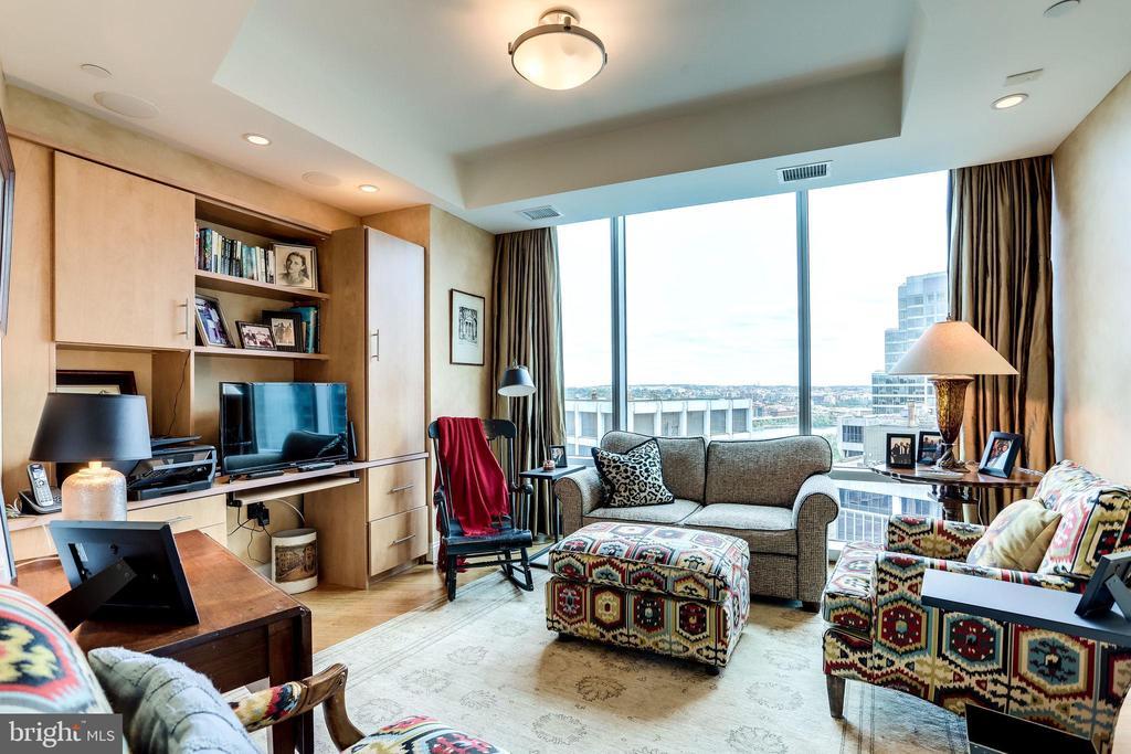 Third Bedroom Or Den With Built-Ins - 1881 N NASH ST #1411, ARLINGTON