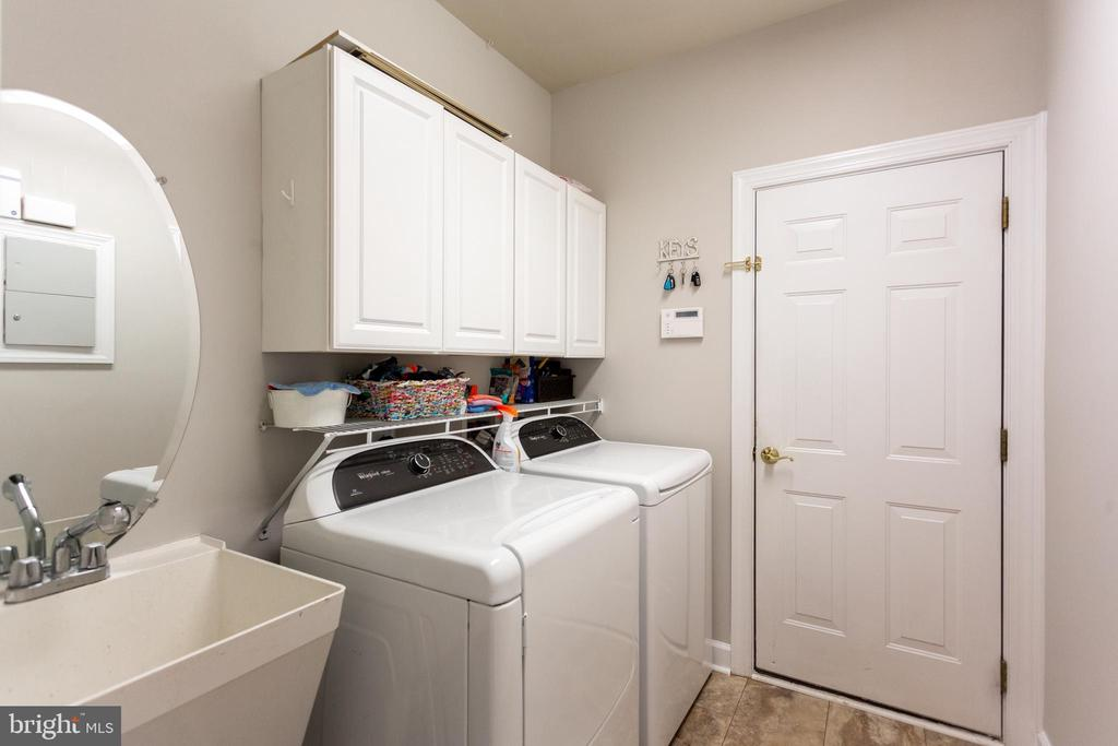 Main level laundry room - 19198 SKINNER SQ, LEESBURG