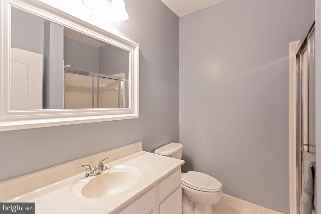 Full bathroom on main level - 19198 SKINNER SQ, LEESBURG