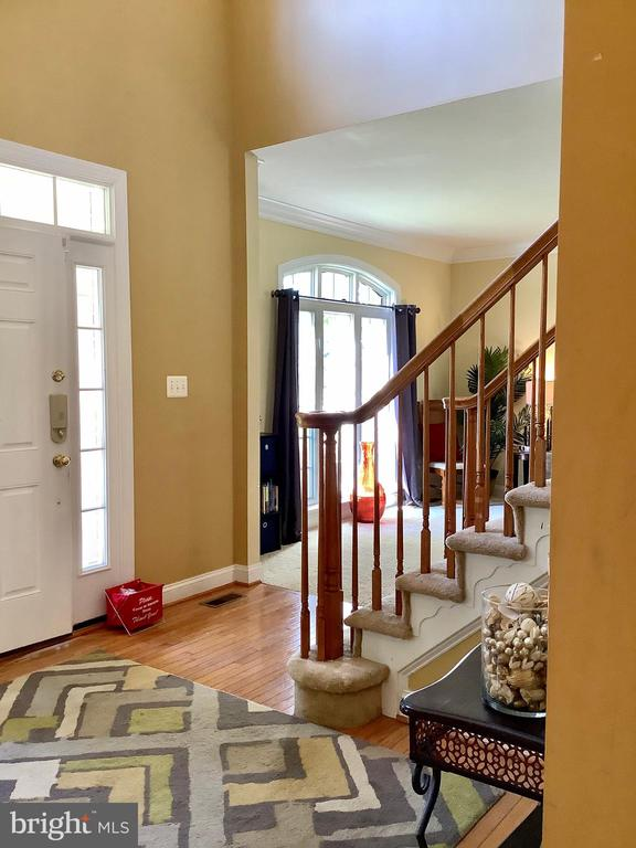 Entry and staircase - 24784 HIGH PLATEAU CT, ALDIE