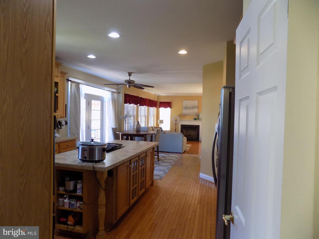 View of kitchen from dining room - 24784 HIGH PLATEAU CT, ALDIE