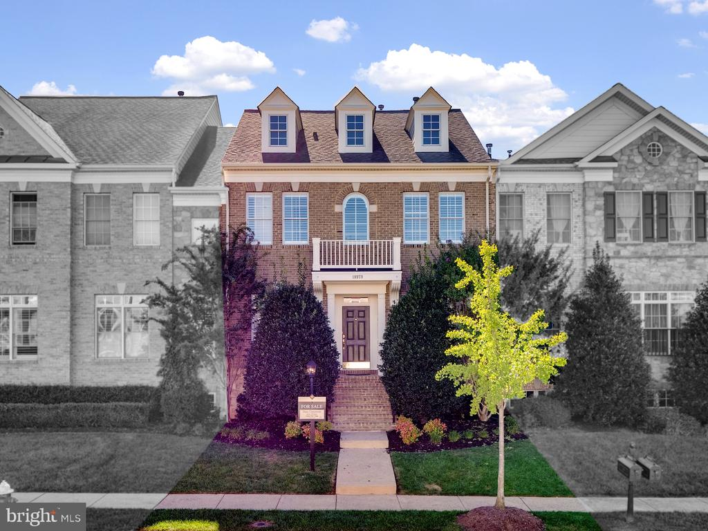 GeorgeTown Style Townhouse - 18979 COREOPSIS TER, LEESBURG