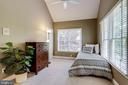 Upper level bedroom with vaulted ceiling - 2124 POLO POINTE DR, VIENNA