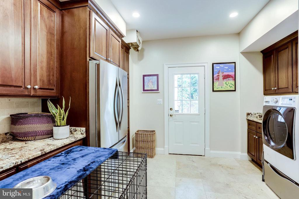Laundry / mud room with door to exterior - 2124 POLO POINTE DR, VIENNA
