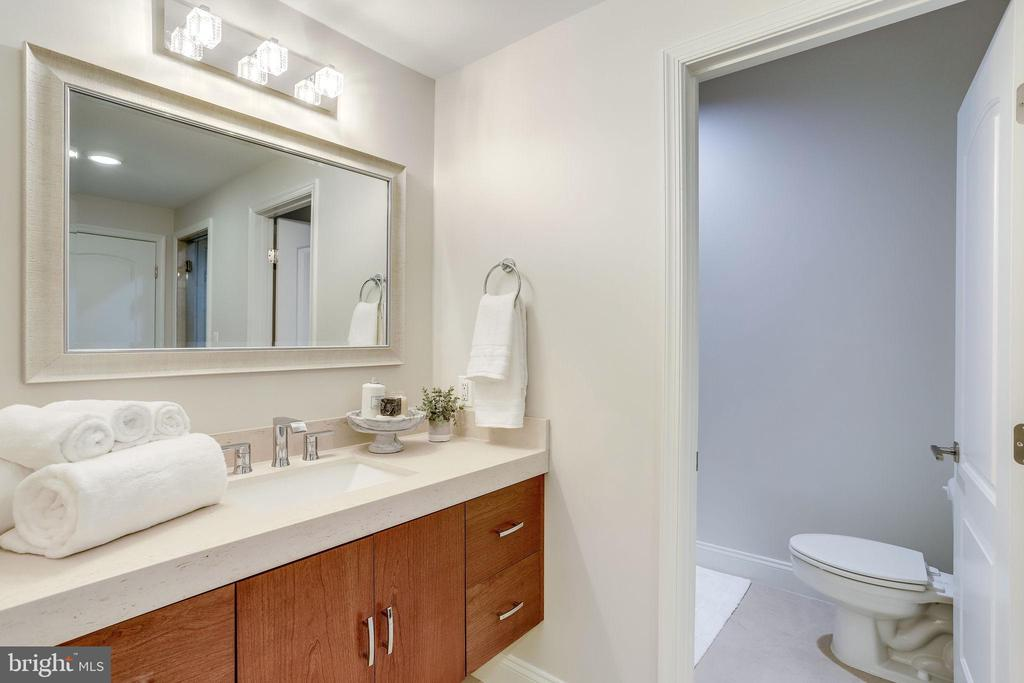 Spa like bathroom directly off of exercise area - 2124 POLO POINTE DR, VIENNA