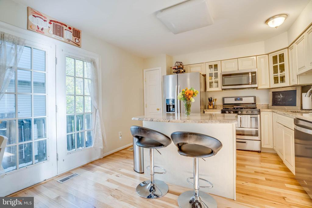 Enjoy cooking in  this large kitchen - 2179 S SHIRLINGTON RD, ARLINGTON