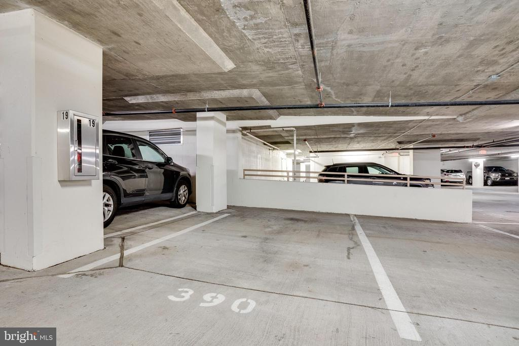 Deeded Garage Space #390 - 888 N QUINCY ST #512, ARLINGTON