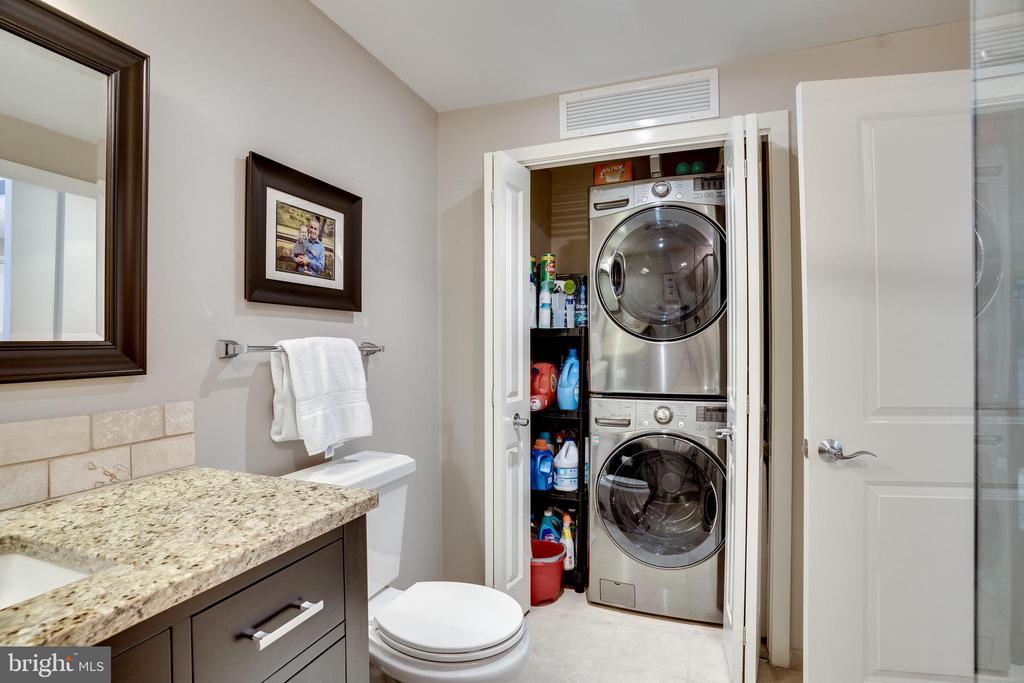 Bathroom #2 - 888 N QUINCY ST #512, ARLINGTON