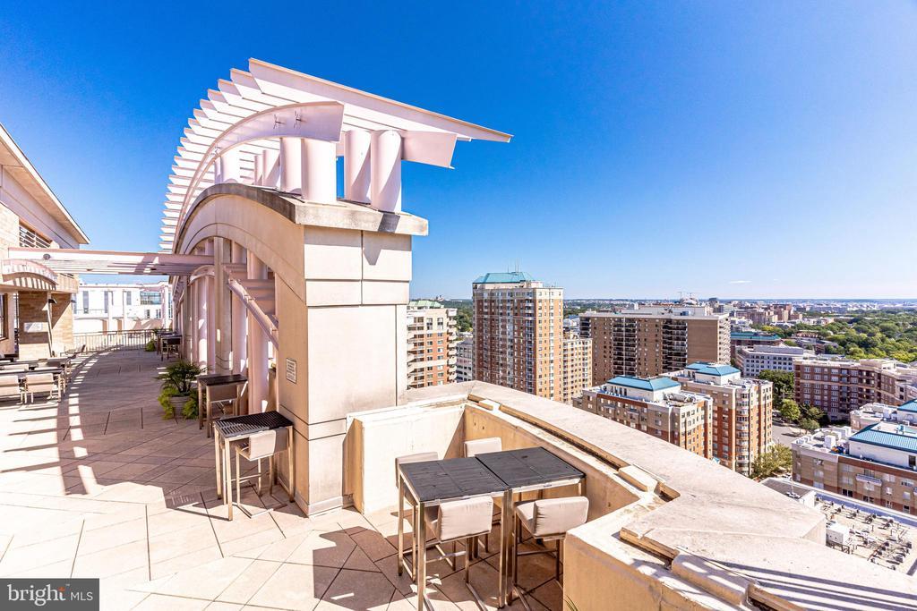 Rooftop Terrace - 888 N QUINCY ST #512, ARLINGTON