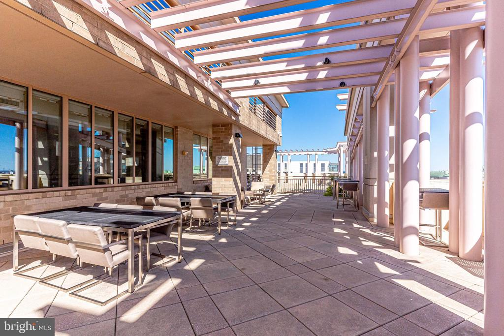 Roof Top Terrace - 888 N QUINCY ST #512, ARLINGTON