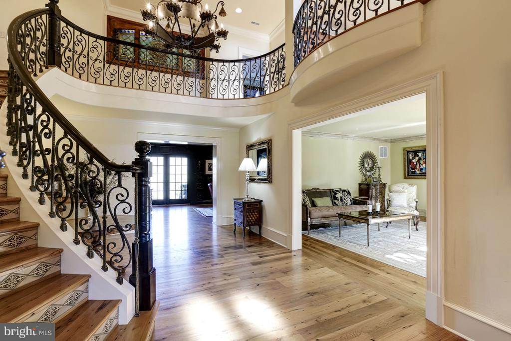 Foyer / Reception - 626 PHILIP DIGGES DR, GREAT FALLS