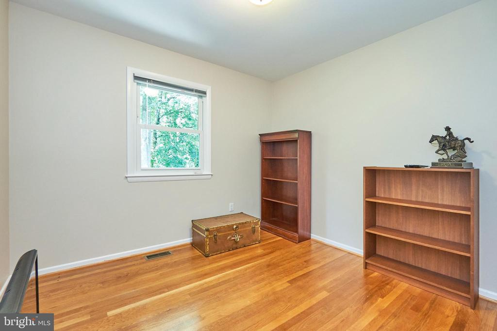 Another secondary bedroom Main Level - 105 PATRICK ST SW, VIENNA