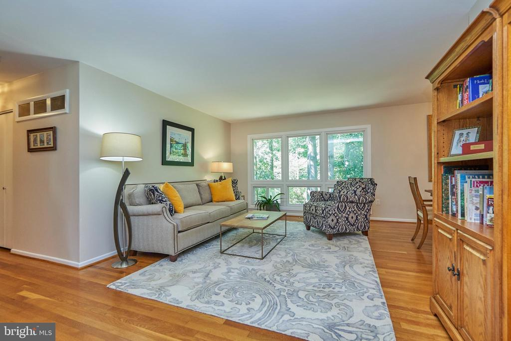 Formal Living Room with Large Windows - 105 PATRICK ST SW, VIENNA