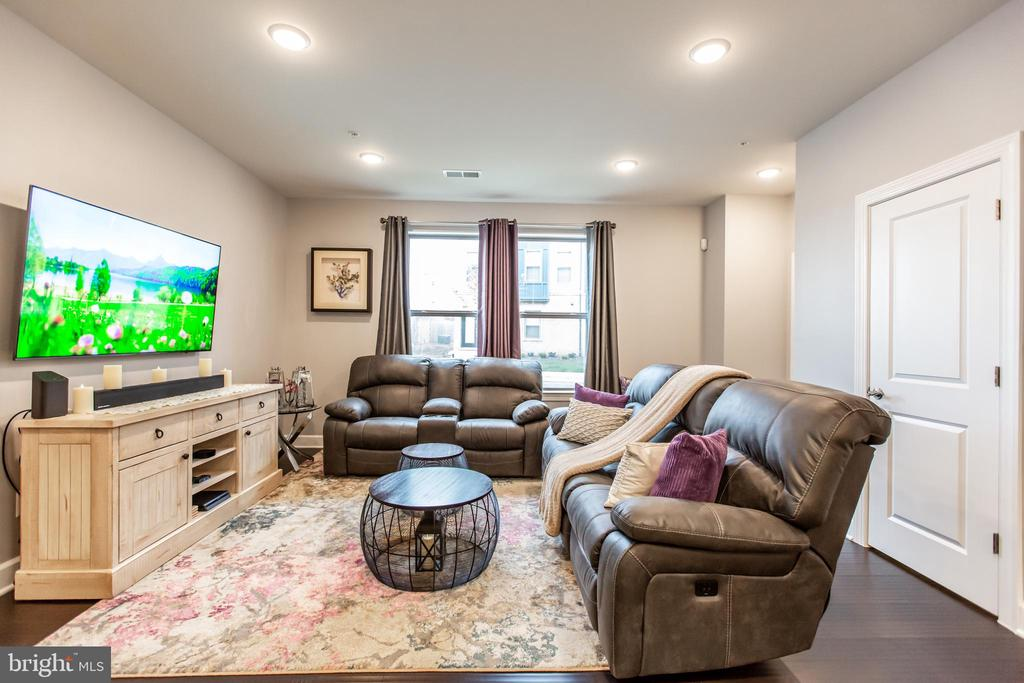 Living Room with Large Windows! - 10473 RATCLIFFE TRL, MANASSAS