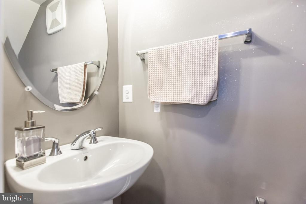 Half Bath on Main Level! - 10473 RATCLIFFE TRL, MANASSAS