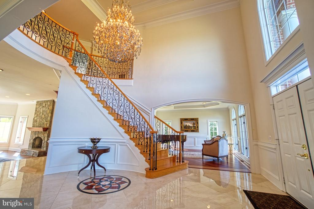 Dramatic Entry - 40163 BEACON HILL DR, LEESBURG