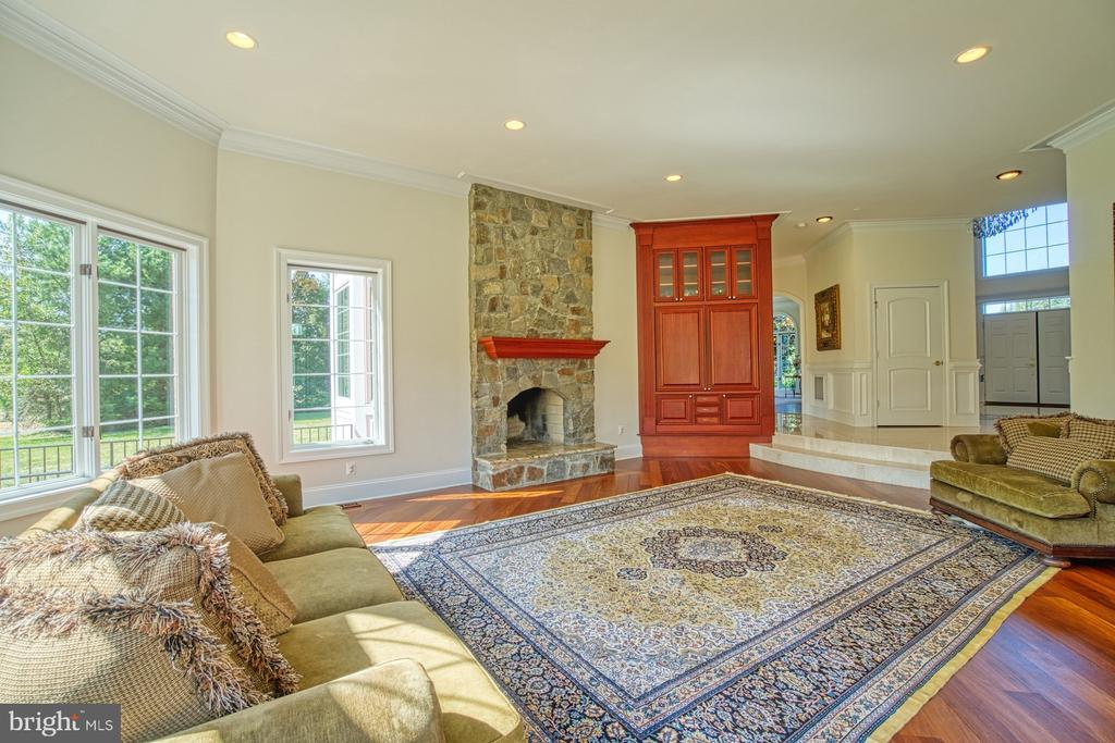Large Family room with stone wood fireplace - 40163 BEACON HILL DR, LEESBURG
