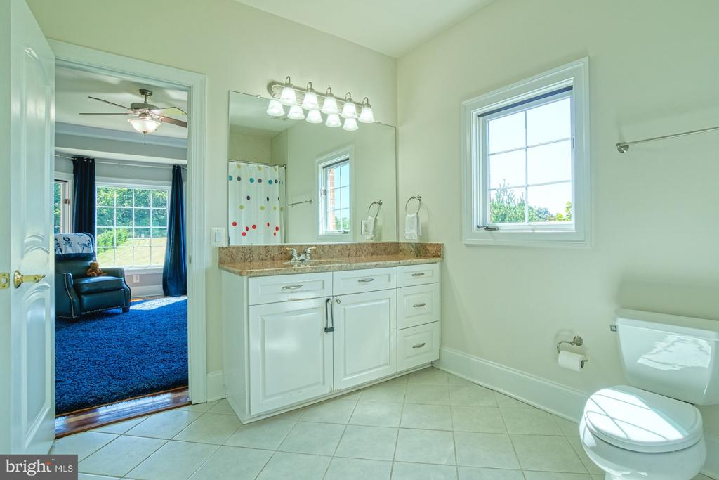 Jack and Jill BAth - 40163 BEACON HILL DR, LEESBURG