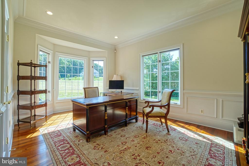Spacious office - 40163 BEACON HILL DR, LEESBURG