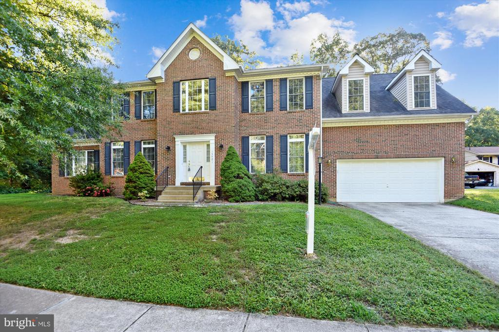 Curb appeal and a great front yard - 15901 EDGEWOOD DR, DUMFRIES