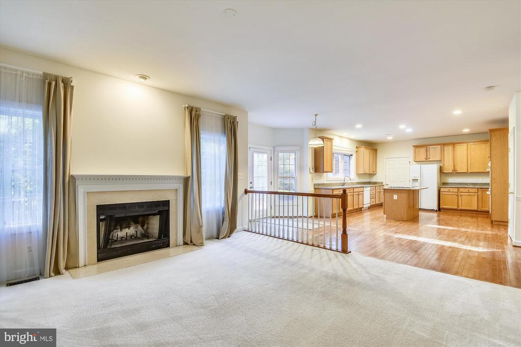 Just off the kitchen with huge sunny windows - 15901 EDGEWOOD DR, DUMFRIES
