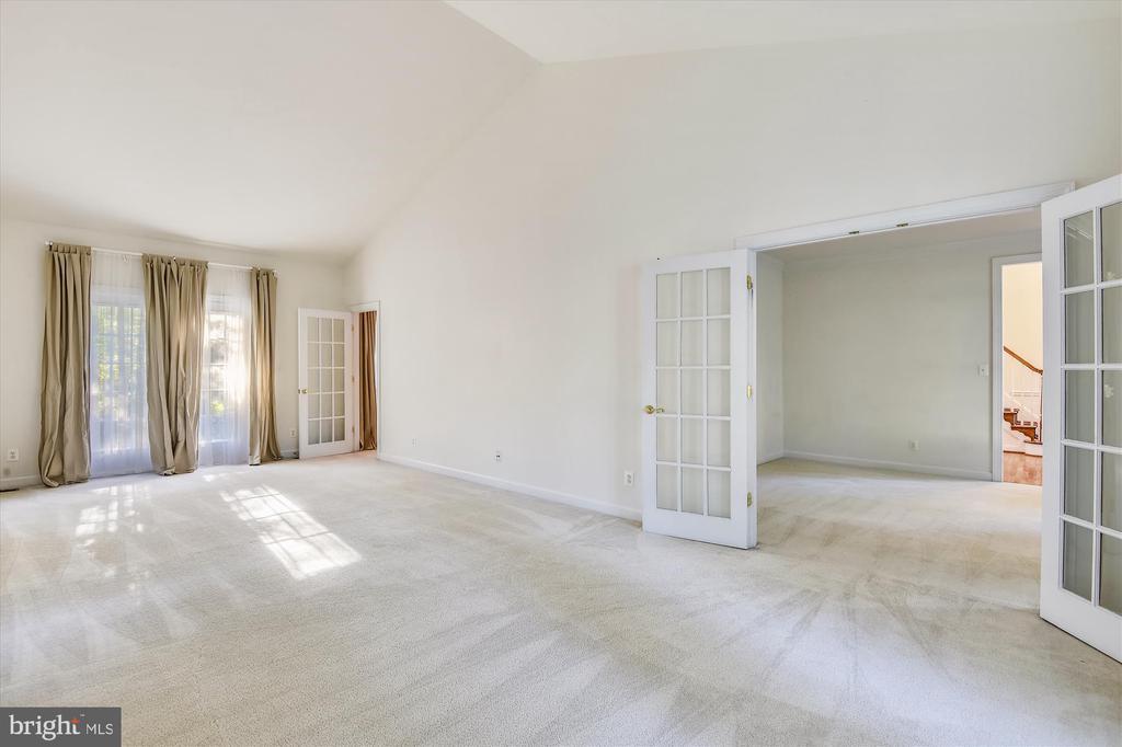 Great room offers tremendous flex space - 15901 EDGEWOOD DR, DUMFRIES