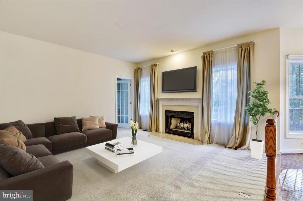 *Virtually staged* large and luxurious family room - 15901 EDGEWOOD DR, DUMFRIES