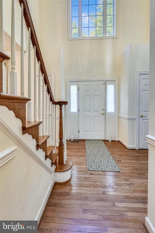 Two story foyer w/ hardwoods,  beaming w/light - 15901 EDGEWOOD DR, DUMFRIES