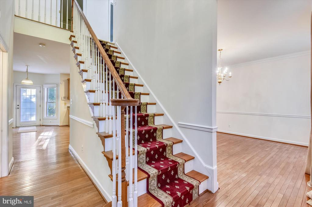 Open floor plan with ample main level living space - 15901 EDGEWOOD DR, DUMFRIES