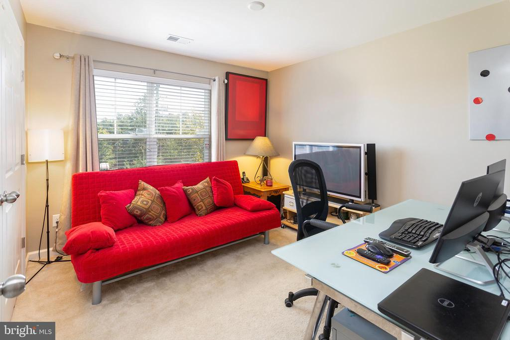 Bedroom 3 - 24656 JACKALOPE TER, ALDIE