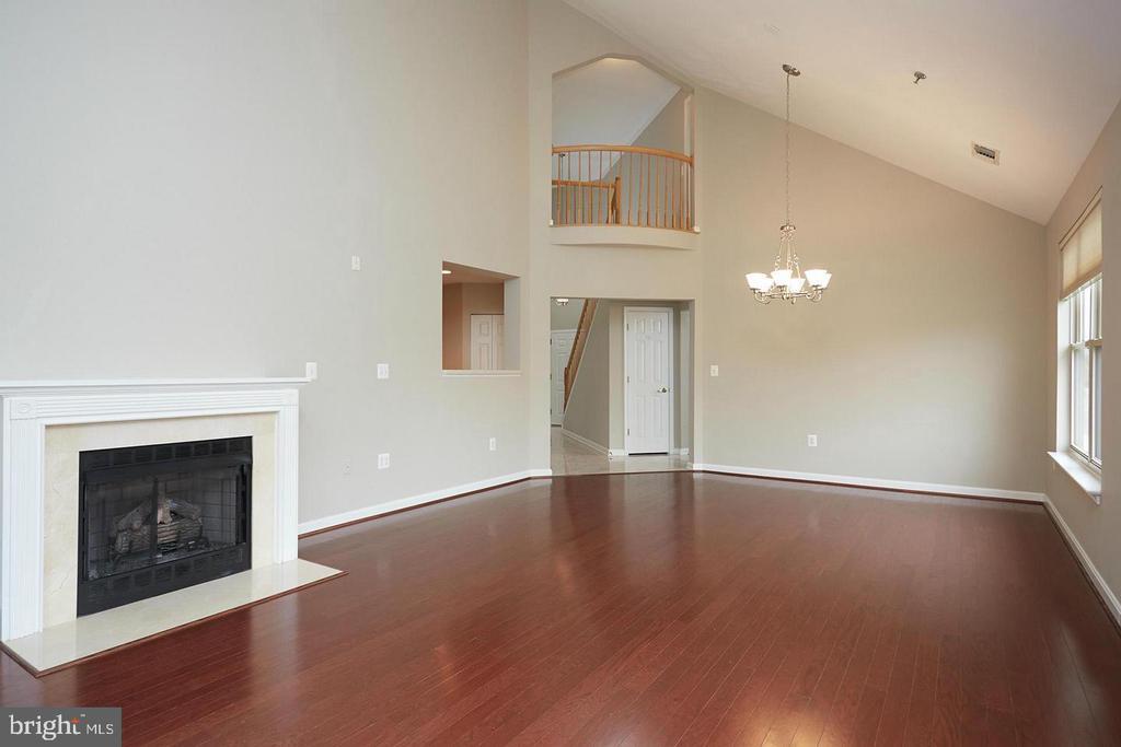 Elegant & Spacious two story family room - 1860 STRATFORD PARK PL #403, RESTON