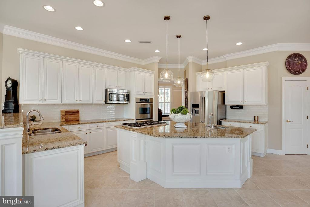 Painted Kitchen with New Backsplash - 44220 RIVERPOINT DR, LEESBURG