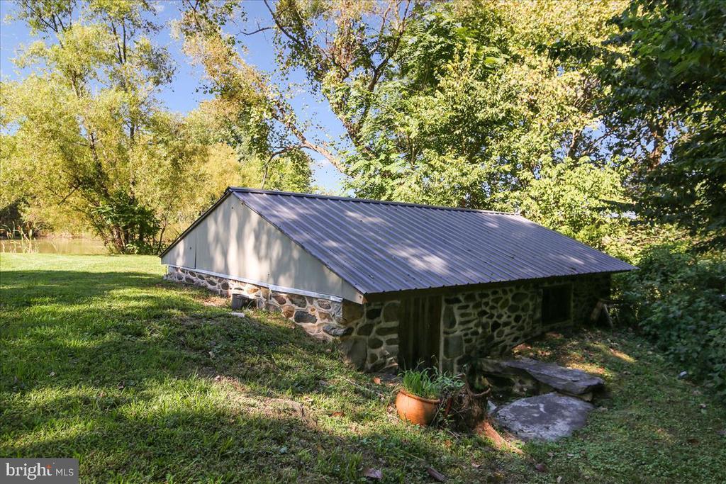 Spring house on pond. - 39860 LOVETTSVILLE RD, LOVETTSVILLE