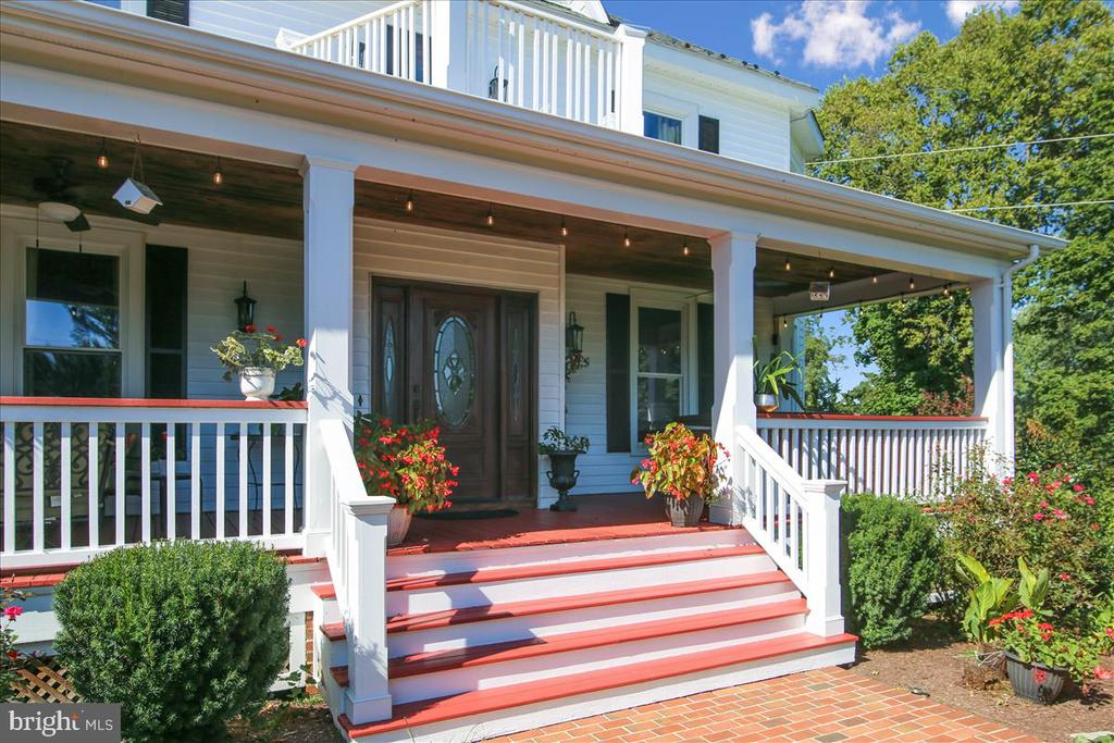 Welcome home... just wait until you see inside - 39860 LOVETTSVILLE RD, LOVETTSVILLE