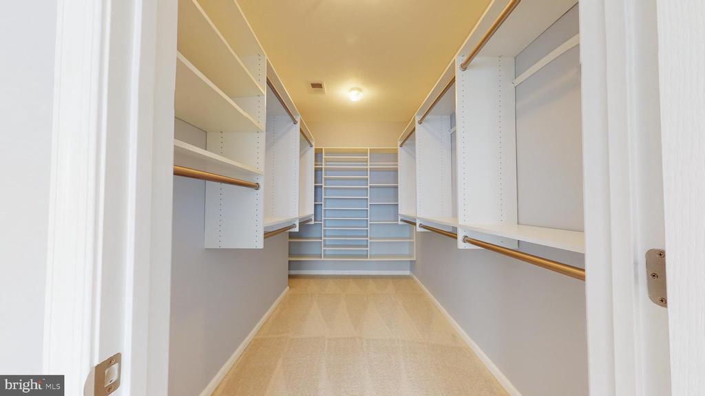 Walk-in Closet - 43144 SUNDERLAND TER #305, BROADLANDS